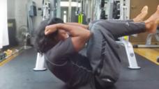 【腹筋上部を鍛える】 ニータッチの写真