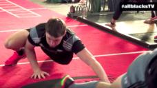 【体の連動性を高め、身体能力を高めよう!】ラグビーの強豪「オールブラックス」のトレーニングの写真