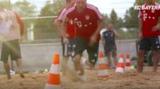 【スプリント能力を養う足を引き付ける力!】FCバイエルンの砂浜トレーニングの写真