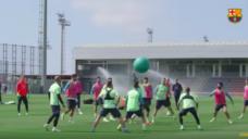 【チームの雰囲気をリフレッシュ!】FCバルセロナ流ドッジボールでウォーミングアップ!の写真