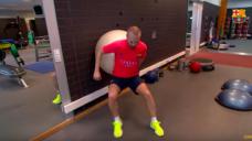 【相手を背負ったボールキープ感覚を養う!】FCバルセロナ・イニエスタ選手実践の写真