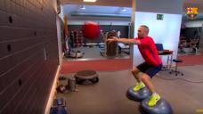 【上半身の強さを養おう!】天才MFイニエスタが実践する下半身と上半身の連動トレーニングの写真