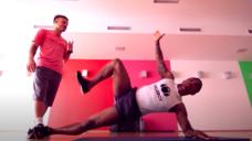 【ボールキープ力を高めるフィジカルを養おう!】ドウグラスコスタの体幹トレーニングの写真