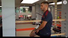 【リュカ・エルナンデス選手の内側半月板リハビリメニュー】股関節の内旋エクササイズの写真